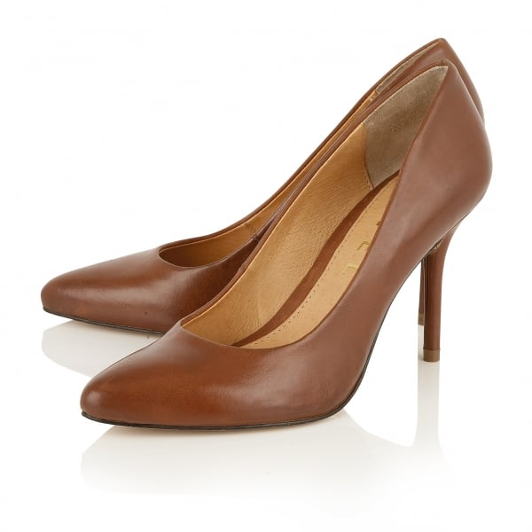 Discover Dune London's classic ladies court shoe collection and invest in some serious style. Whether you prefer round or pointed toe, kitten or wedge heel - we have the perfect style to complete your shoe .