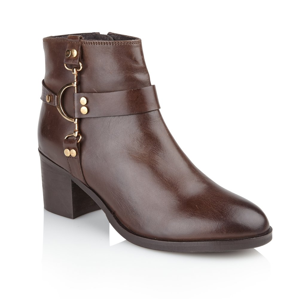 Shop Women's Ankle Boots and Booties at Payless to find the lowest prices on boots. Free Shipping +$25, Free Returns at any Payless Store. Payless ShoeSource.