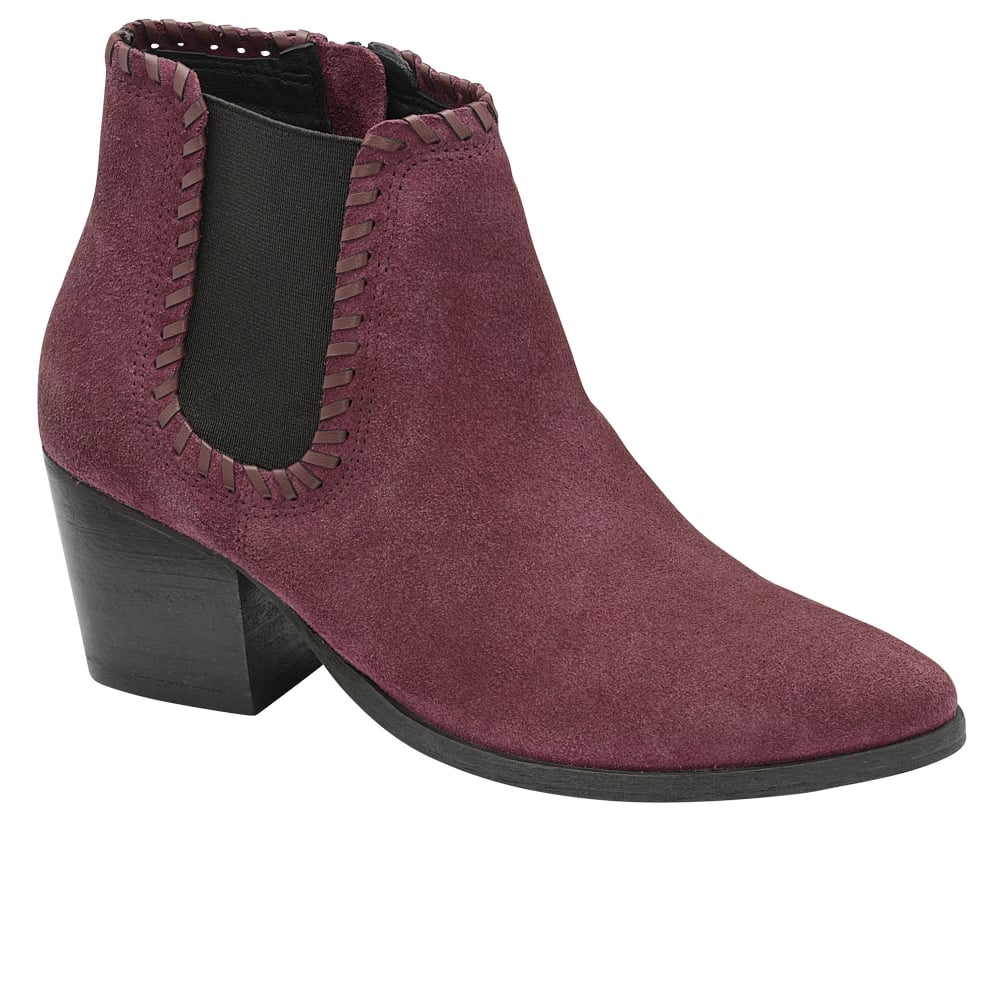 Love boots? We do, boots can be dressed up or down and suit different occasions from work to nights out. The perfect choice for the colder weather, a good pair of boots will keep you warm and comfortable throughout. Women's boots are amazingly versatile; from .